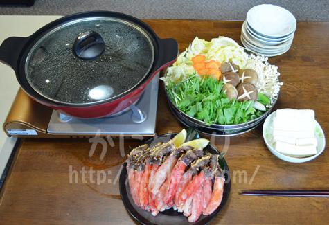 カニ鍋の準備ができたテーブル