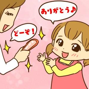 食べやすいようにカニの殻を剥いて子どもに渡す女性